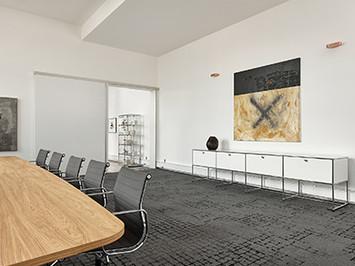Bildergalerie-Freiburg-Lokhalle-Besprechungsraum-AluChair-USM-Sideboard